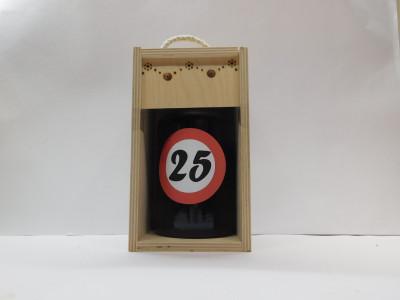 Darčekové balenie 0,7 l narodeniny 25 drevená krabica